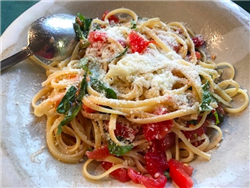 Best Summertime Pasta with Fresh Tomato, Basil, and Garlic